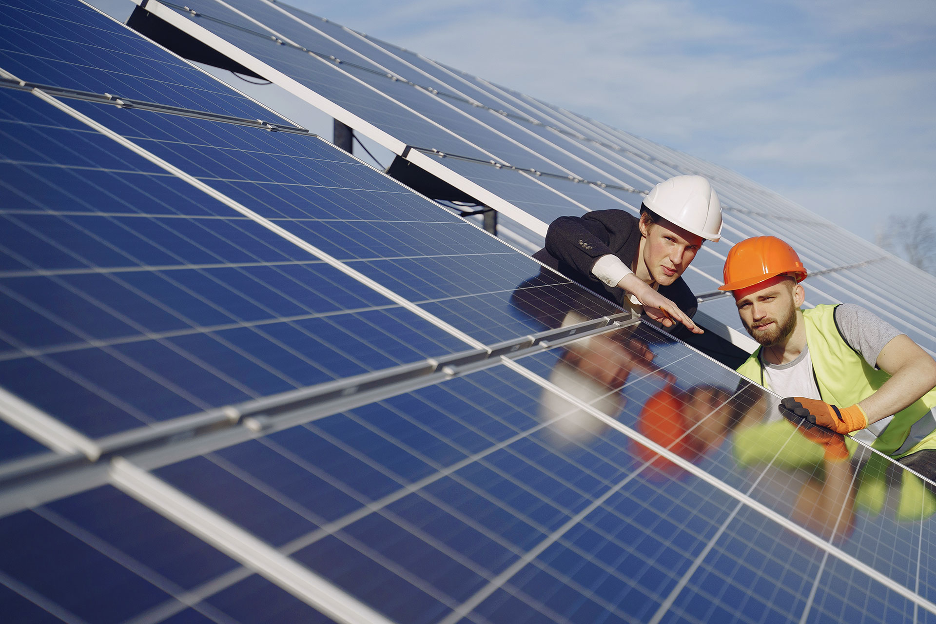 foreman-and-businessman-at-solar-energy-station
