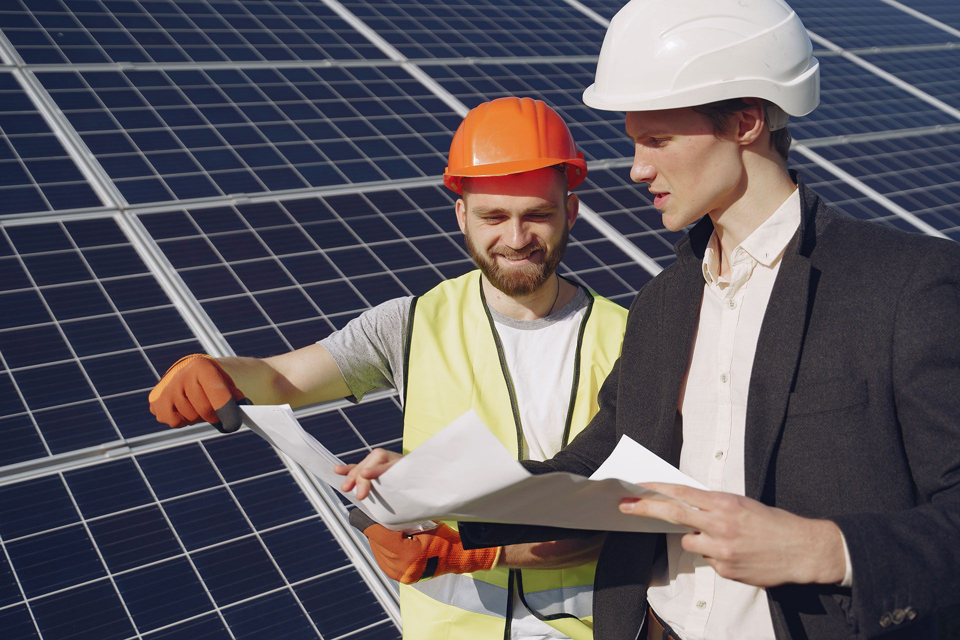 foreman-and-businessman-at-solar-station